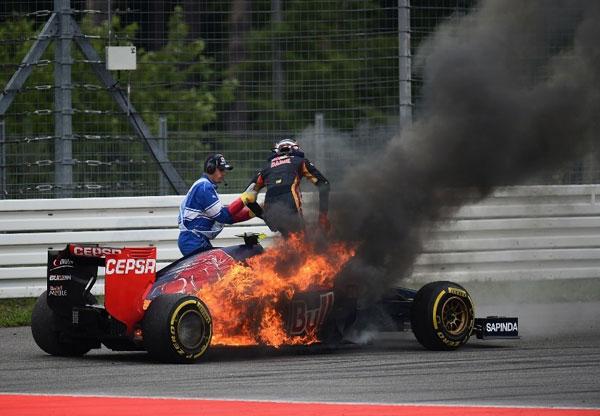 آتش وسزی در مسابقه اتومبیل رانی
