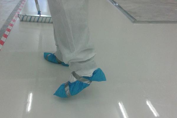 استفاده از روکش کفش برای جلوگیری از ورود آلودگی