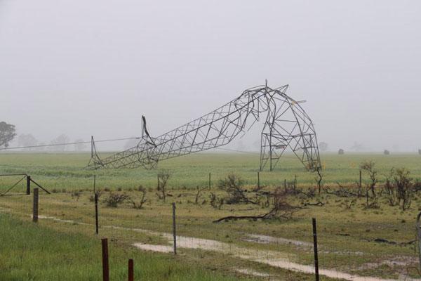 آسیب دیدگی دکل انتقال برق در اثر ترد شکدگی