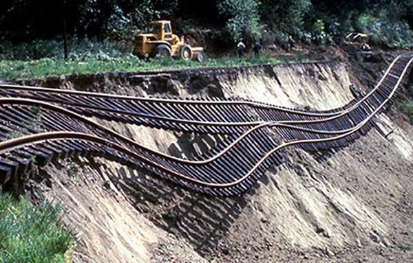 اثر زمین لغزش بر راه آهن- لزوم مقاوم سازی در راه آهن